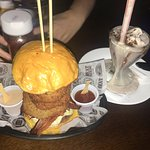 Meatpacking Burger com Milkshake de ovomaltine