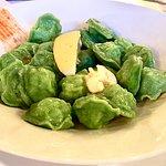 Зелёные пельмени со шпинатом в тесте и с мясом щуки внутри