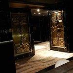 Foto de The Vault Bar and Lounge