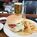 Hangover Resto Bar resmi
