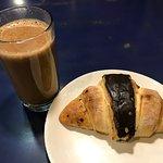 ミルクティーとチョコクロワッサン