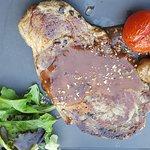 Pièce de bœuf grillée aux herbes