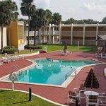 Days Inn & Suites by Wyndham Clermont