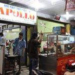 Bagian depan rumah makan Mie Tiaw Apollo