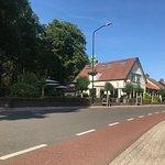 Straataanzicht Restaurant Het Deelerhof in Hoenderloo