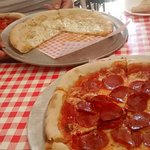 Spicy Pizza for the Mrs, garlic bread and pepperoni for the kids and me, lovely place and food