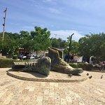 صورة فوتوغرافية لـ Monumento a Los Zapatos Viejos