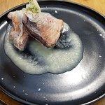 Pescado de lonja con crema de cebolla asada, hinojo y eneldo