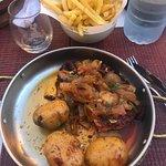Confermo la gentilezza della Titolare e gli ottimi piatti : spiedino di carne/pesce ....polipo a