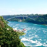 The Rainbow Bridge connecting Canada to the USA. Notice the tourist boats below!