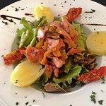 Salade au poulpe et ses condiments
