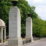 ภาพถ่ายของ The Memorial Gates