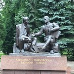 Photo de Monument to Aleksandr Tvardovskiy and Vasiliy Tyorkin