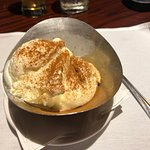 'Small scoop' of vanilla ice cream with cinnamon. Excellent!