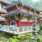 24d sam poh tong temple_large.jpg
