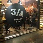 Photo de Tres Cuartos Burger Bar