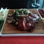 Салат оливье и свинина на гриле с вешенками.