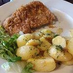 vepřový řízek s bramborem