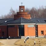 Blick zum Kloster am Berg der Kreuze