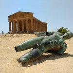 Photo of Statua di Icaro caduto