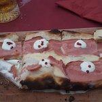 Das ist eine Bottarolo Pinsa, sehr lecker