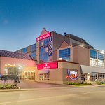 Ramada by Wyndham Niagara Falls by the River