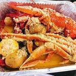 combo big star có 4 hải sản: tôm hùm, crawfish, vẹm, cua tuyết, ăn cùng sốt cajun