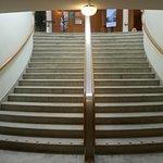 Den magnifika trappan ner till garderoben