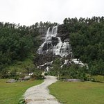 Photo de Tvindefossen