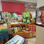 Integrated shopping area with Costa Rican fine handicrafts