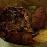 Fritto de nonna: carciofo fritto, supplì, patate fritte e fiori di zucca