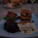 Lindo restaurante y la comida rica y bien presentada.