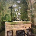 La sacralità nella semplicità delle antiche mura affrescate solo da muffe color smeraldo come il