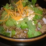 rijstvermicelli met bebakken rundslapjes en kruiden