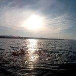 il bagno al tramonto in un mare splendido