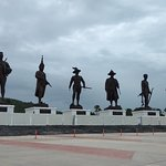 Foto van 7 Kings of Siam Statues