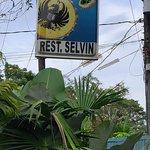 صورة فوتوغرافية لـ Selvin's