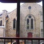 Vis à vis avec la fameuse Eglise de la Nativité-de-la-Très-sainte-Vierge...