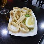 Plato de calamares, el producto es fresco y a mi gusto éxquisito.