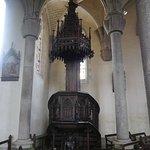 ...et sa chaire portée par le diable et Saint-Michèle au sommet.