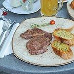 Rib-Eye Steak und Zwiebelringee