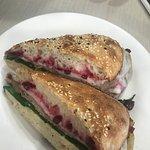 Photo de New Farm Deli & Cafe