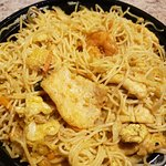 Singapore rice noodle with chicken and shrimp