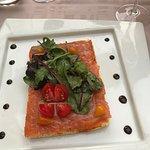Pétales de saumon sur toast façon brucchesta