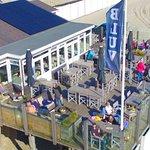 Ons mooie strandpaviljoen ligt prachtig gelegen aan het mooiste strand van Nederland