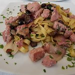 Pasta with tuna, onions and olives