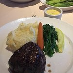 Foto Friday's Station Steak & Seafood Grill