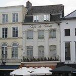 Vooraanzicht Café de Paris