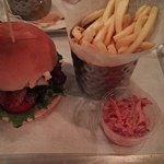 Foto de Burger and Relish Osu
