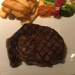 Sam's Steaks and Grill resmi